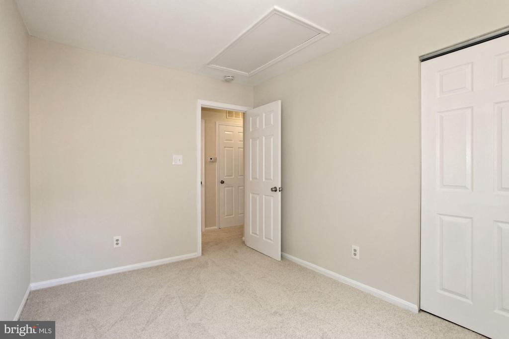 The second bedroom. - 9761 HAGEL CIR #E, LORTON