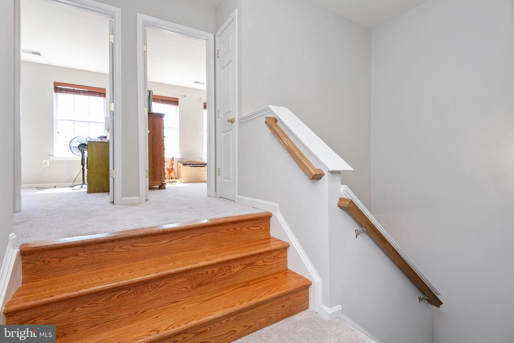 Just steps away are two additional bedrooms - 612 BURBERRY TER SE, LEESBURG