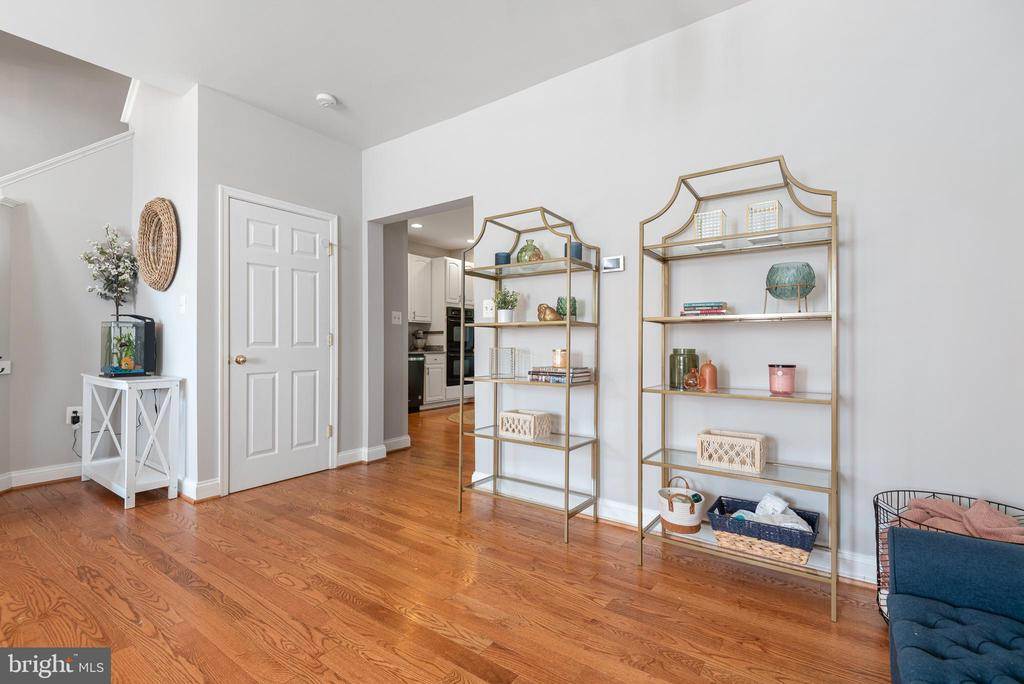 With Large dining room space - 612 BURBERRY TER SE, LEESBURG