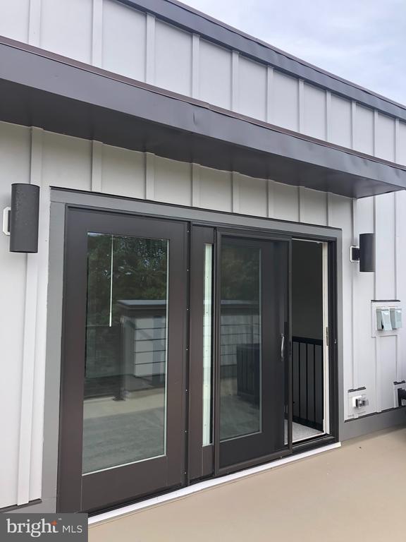 Light filled loft - Sliding Doors lead to Terrace - 12012 N SHORE DR, RESTON