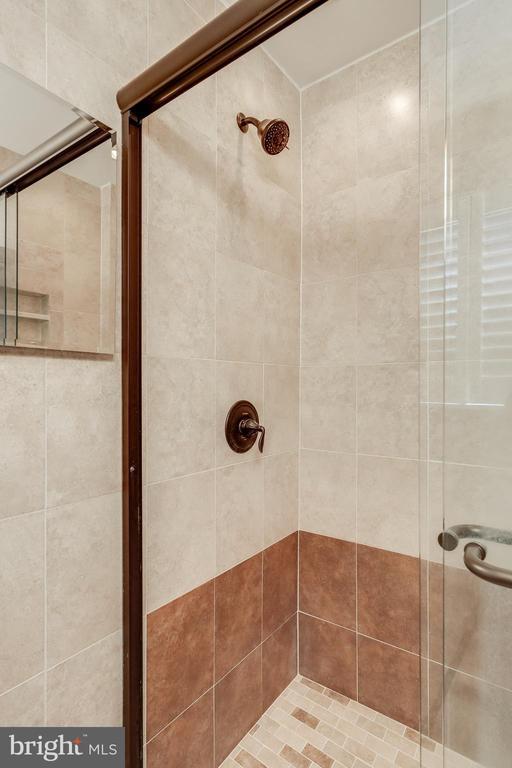 Primary Bath - 3332 YORKSHIRE CT, ADAMSTOWN
