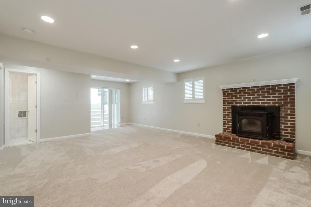 Family Room with Pellet stove - 3332 YORKSHIRE CT, ADAMSTOWN