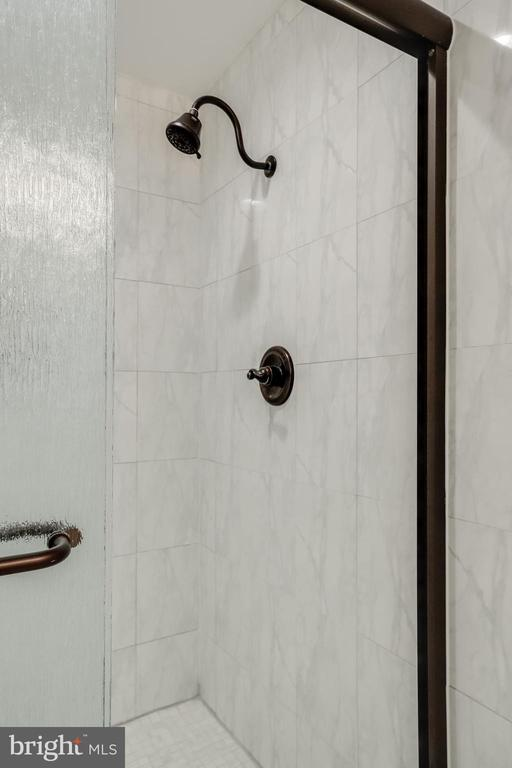 Lower level 1 bath - 3332 YORKSHIRE CT, ADAMSTOWN