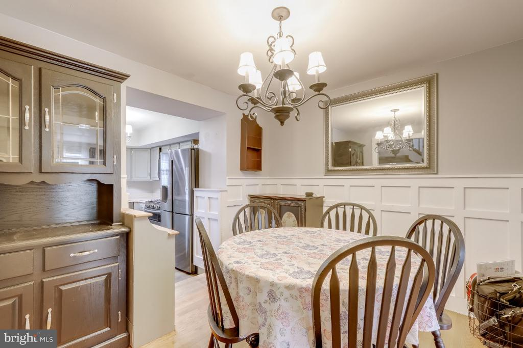 Dining room is large enough for big furniture - 8288 WATERSIDE CT, FREDERICK