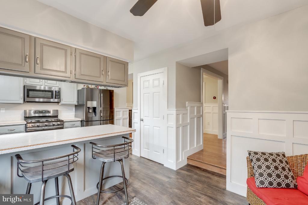 Kitchen adjoins breakfast room - 8288 WATERSIDE CT, FREDERICK