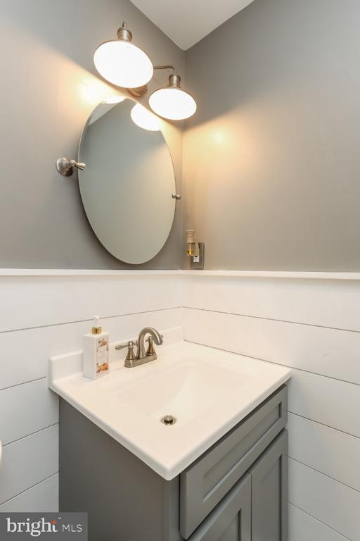 Main level 1/2 bath - 8288 WATERSIDE CT, FREDERICK