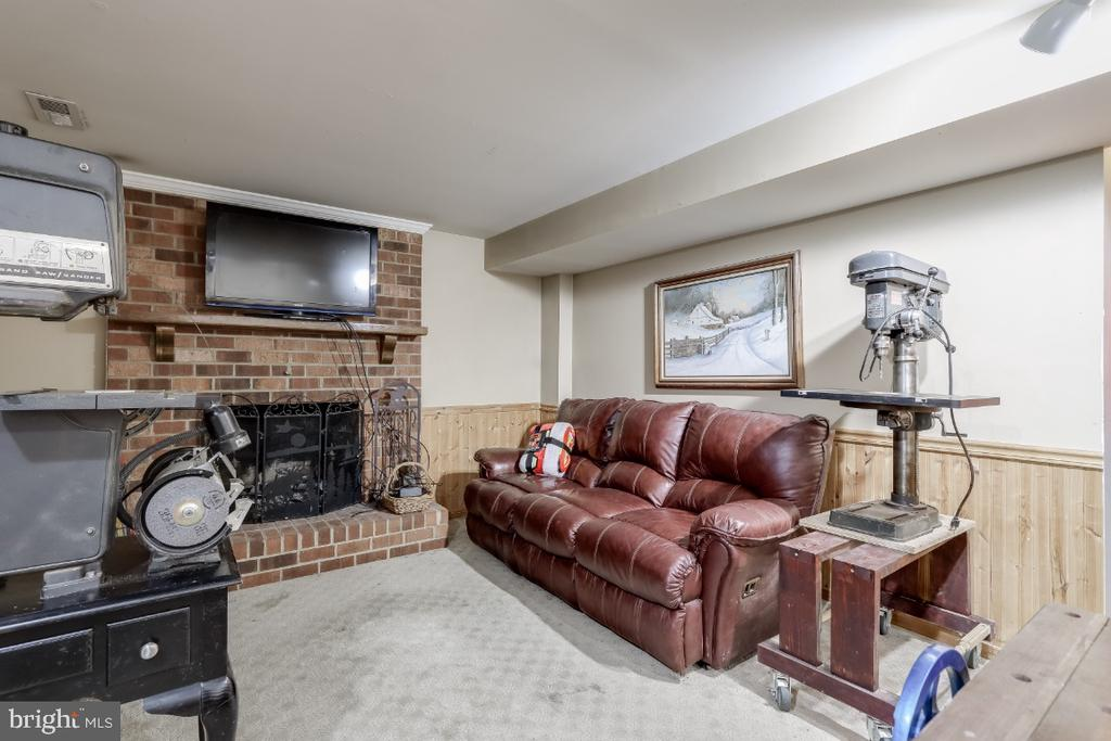 Wood burning fireplace in family room - 8288 WATERSIDE CT, FREDERICK