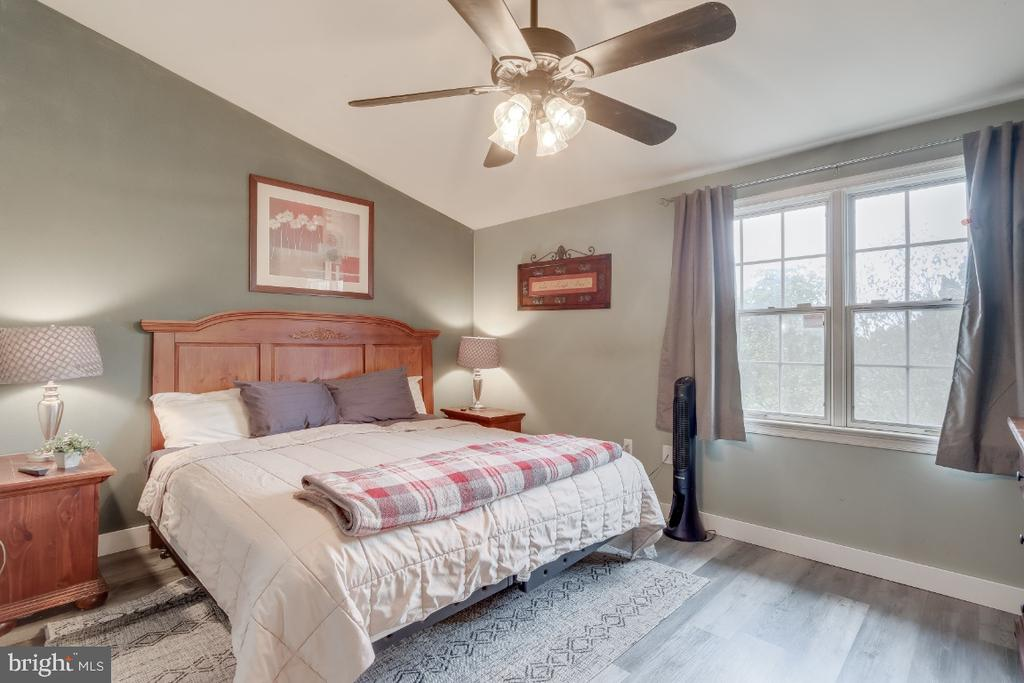 Master bedroom on upper level - 8288 WATERSIDE CT, FREDERICK
