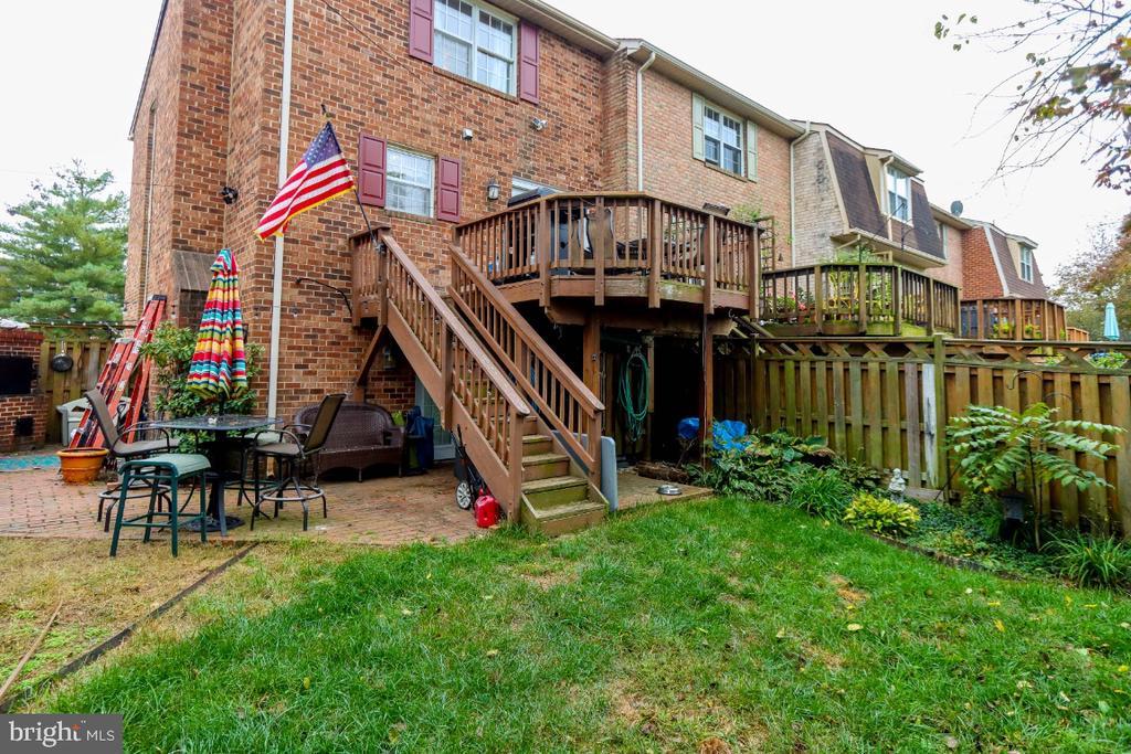 back deck, back patio & side yard - 8288 WATERSIDE CT, FREDERICK