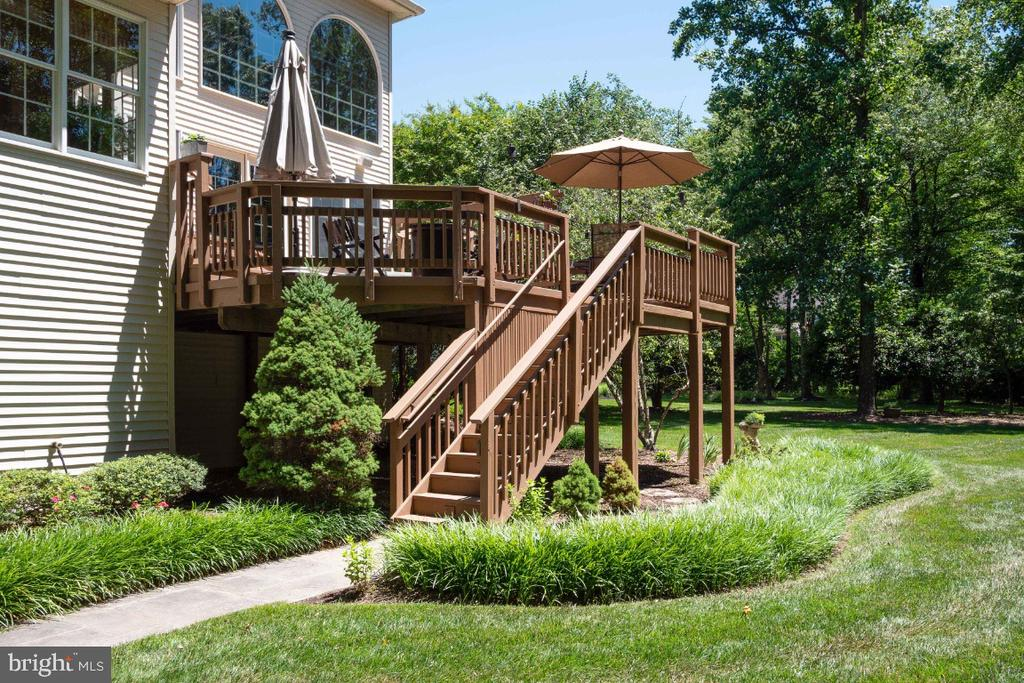 Large deck and patio - 3200 OX MEADOW CT, HERNDON