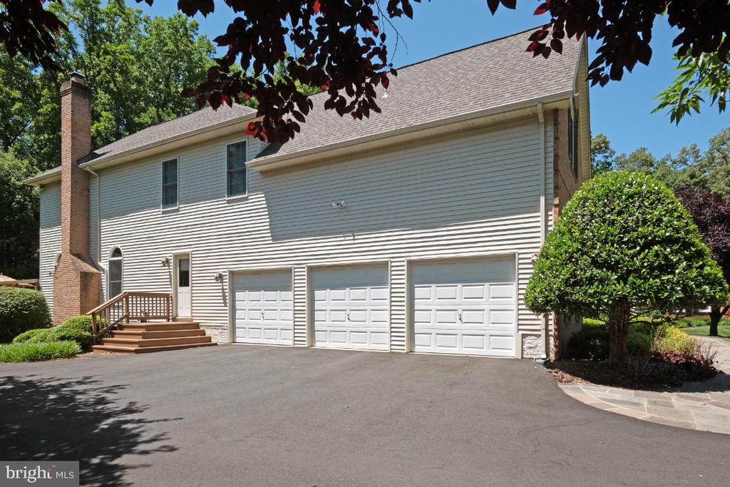 Expanded driveway - 3200 OX MEADOW CT, HERNDON