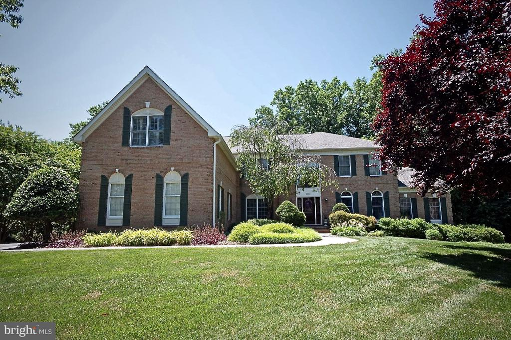 Exquisite Toll Brothers Savoy Model - 3200 OX MEADOW CT, HERNDON