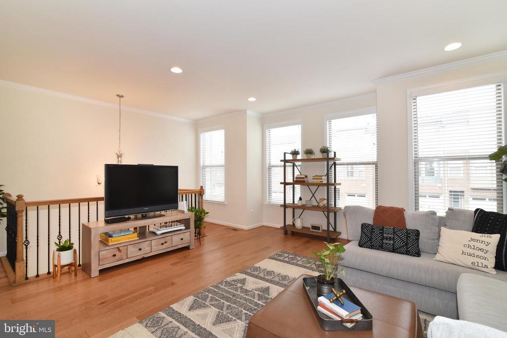 Living room with hardwood flooring - 42349 ALDER FOREST TER, STERLING