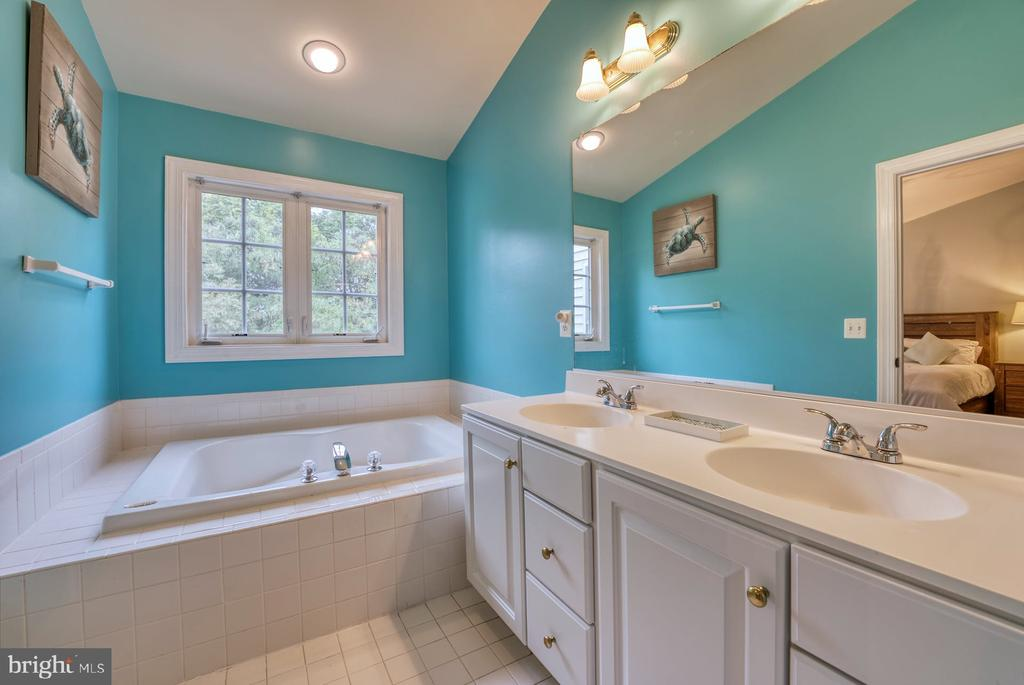 Primary Bathroom has Dual Sinks - 8075 MONTOUR HEIGHTS DR, GAINESVILLE