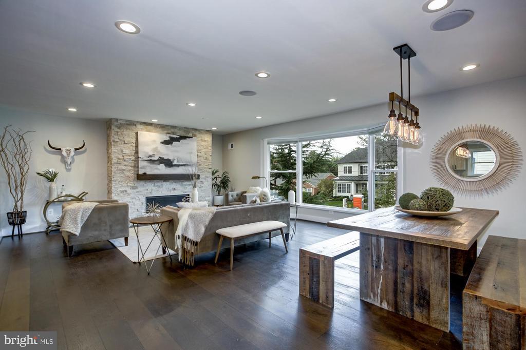Inviting open living concept/south facing home - 5507 DURBIN RD, BETHESDA