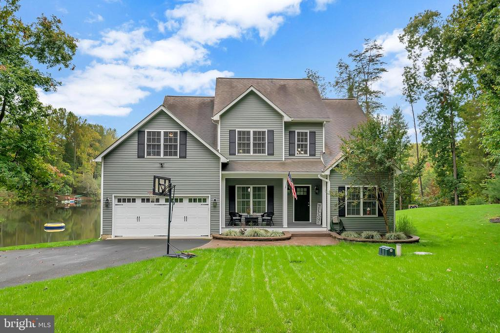 Welcome Home!! - 7398 JACKSON DR, KING GEORGE
