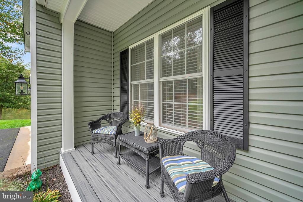 Cute front porch - 7398 JACKSON DR, KING GEORGE