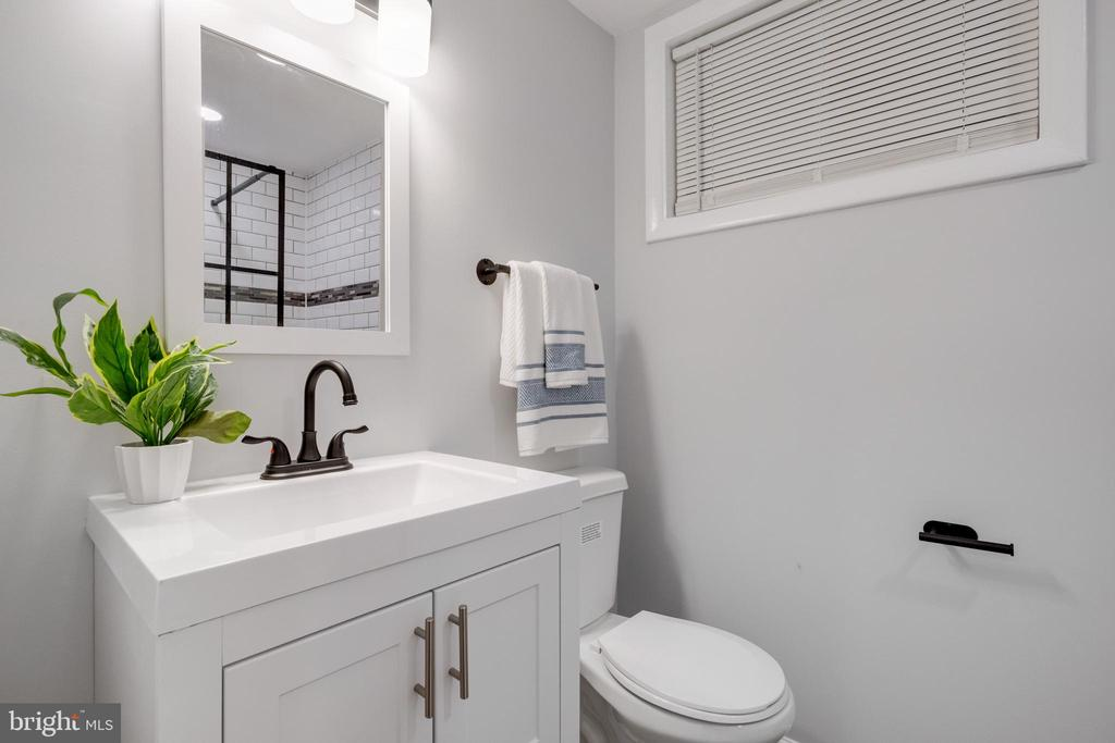Bathroom 1 - 14315 FERNDALE RD, WOODBRIDGE
