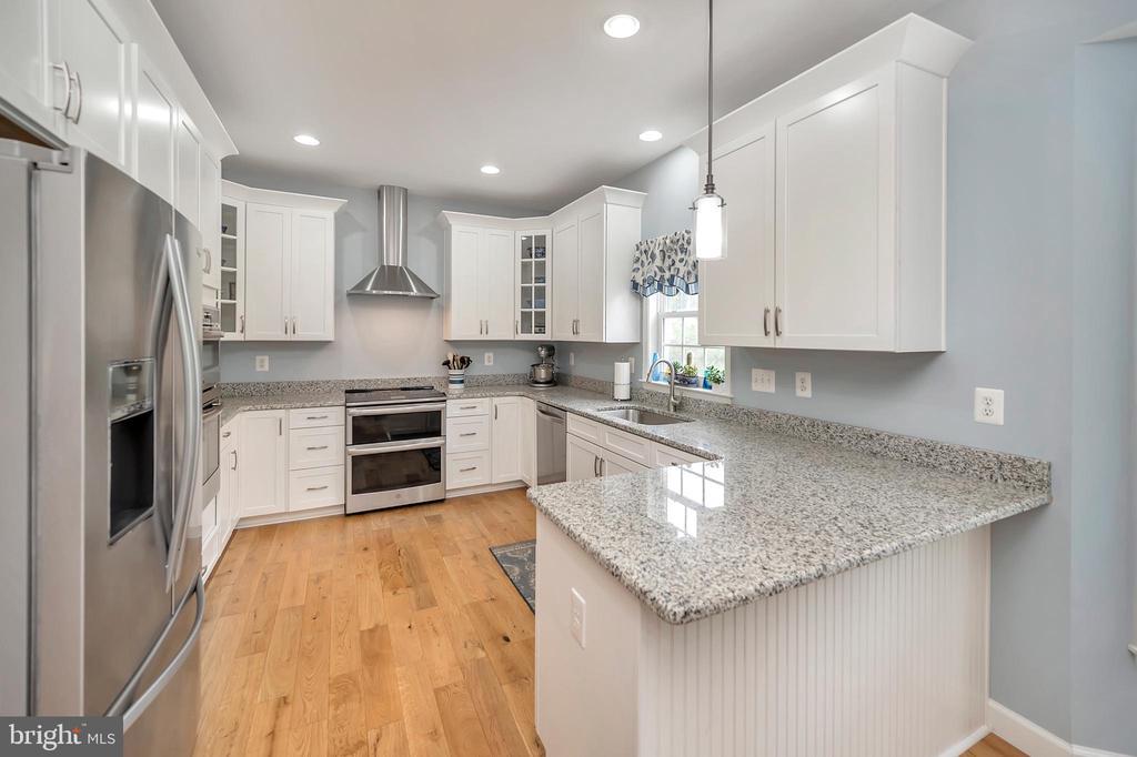 Totally remodeled kitchen - 7398 JACKSON DR, KING GEORGE