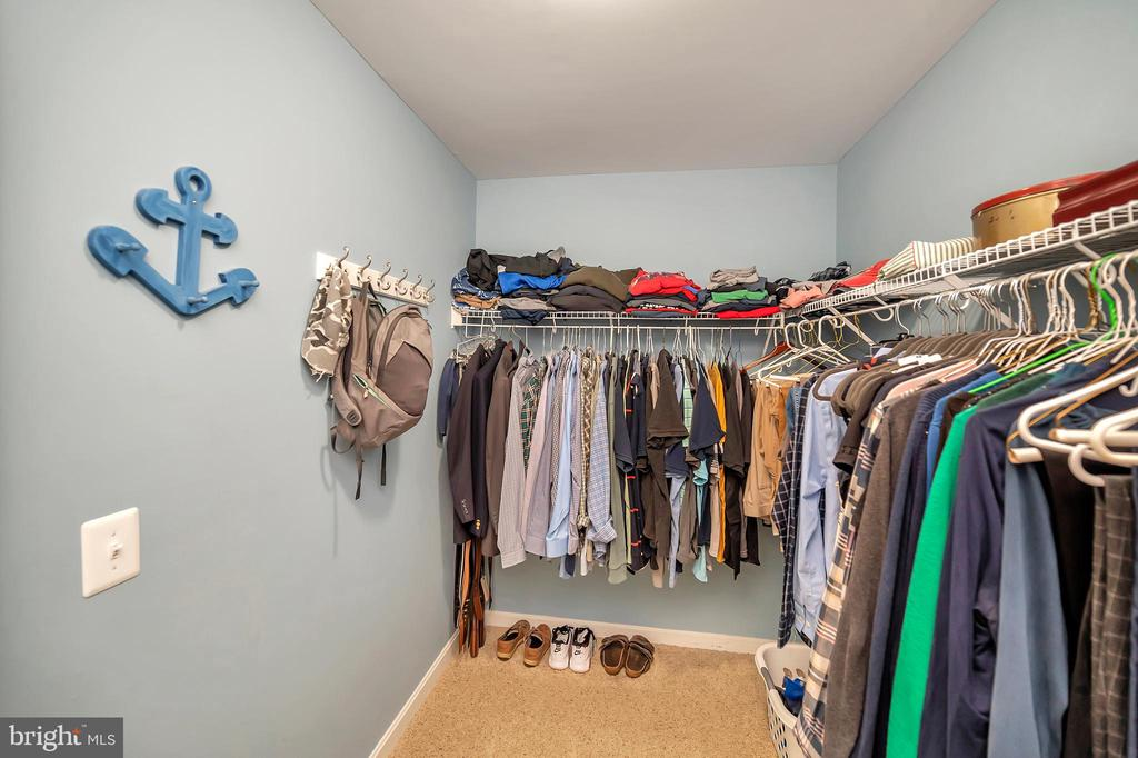 Owners closet - 7398 JACKSON DR, KING GEORGE