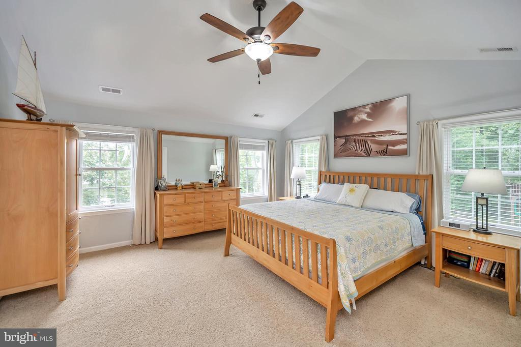 Owners Suite - 7398 JACKSON DR, KING GEORGE