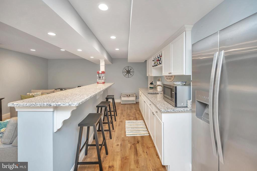 Basement bar with refrigerator and sink - 7398 JACKSON DR, KING GEORGE
