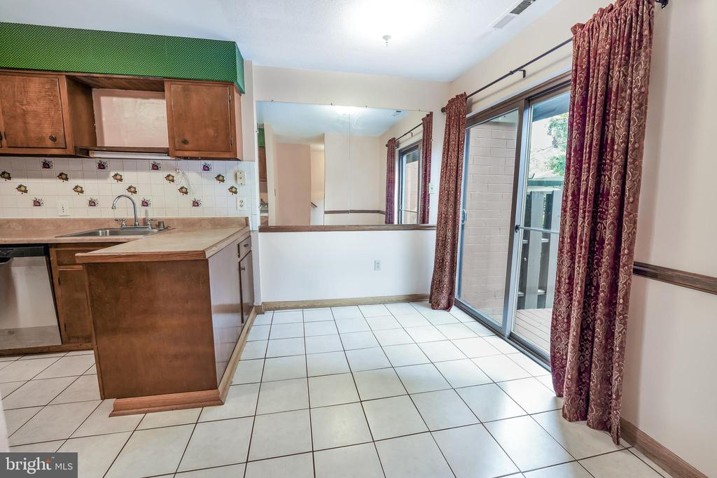 Kitchen with Eat in area - 1300 NORTHGATE SQ, RESTON