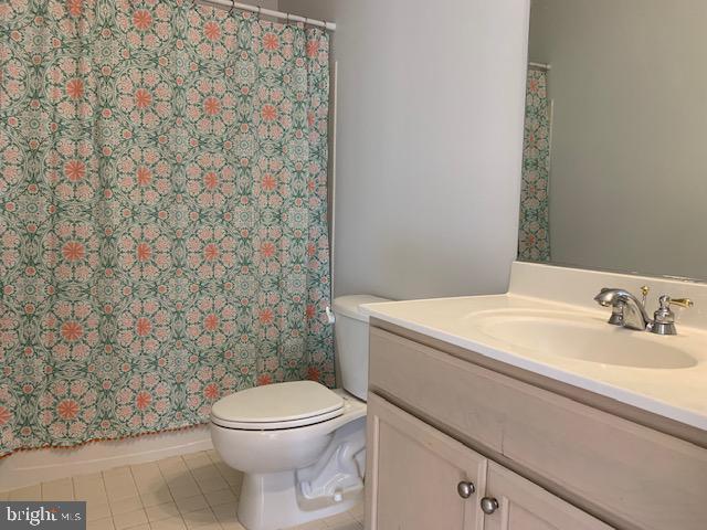 Hall bath for Bedroom #3 - 43512 STARGELL TER, LEESBURG