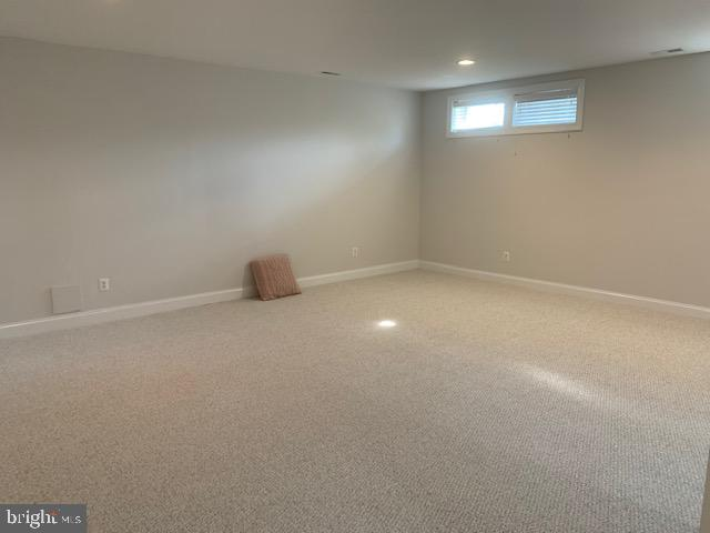 Space for pool table, ping pong, couches... - 43512 STARGELL TER, LEESBURG