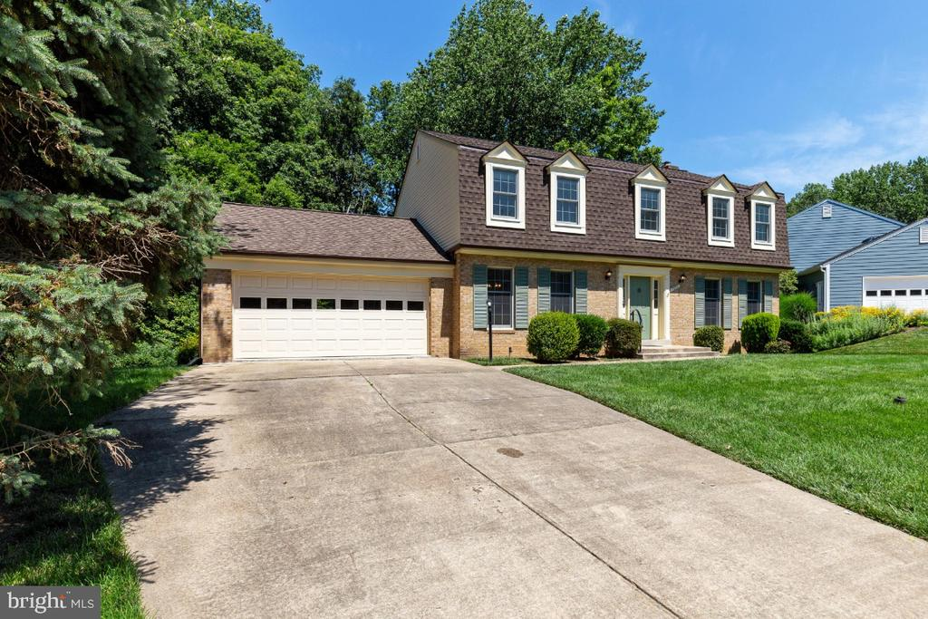 Oversized two car garage and double wide driveway - 7324 JENNA RD, SPRINGFIELD