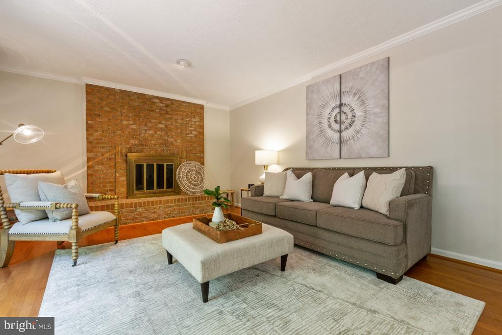 Spacious family room with wood burning fire place - 7324 JENNA RD, SPRINGFIELD