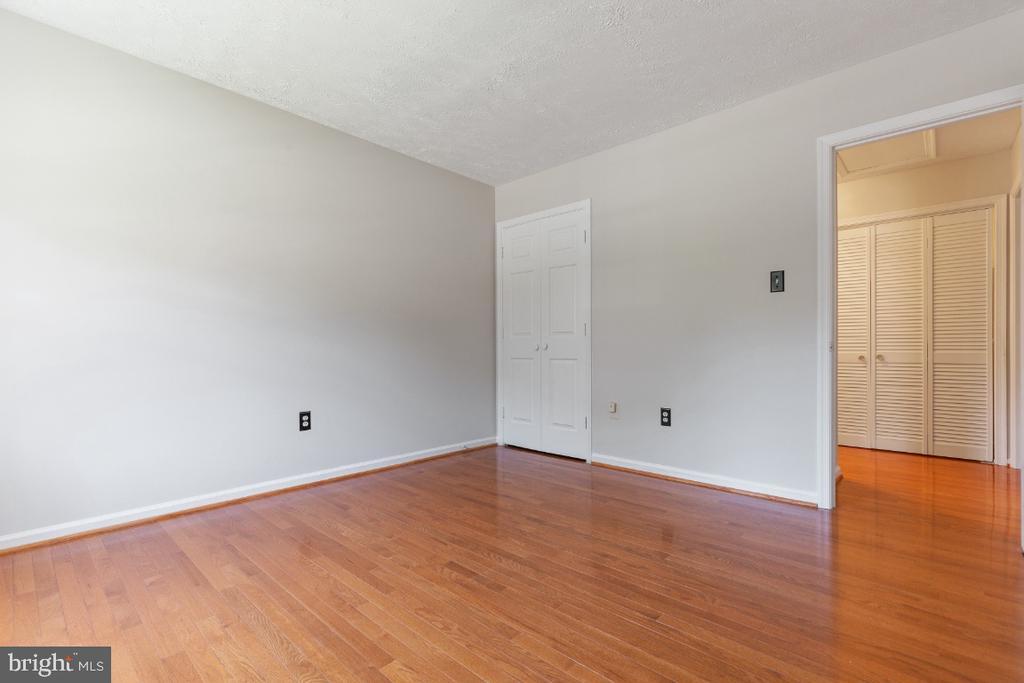 Bedroom 4  closet - 7324 JENNA RD, SPRINGFIELD