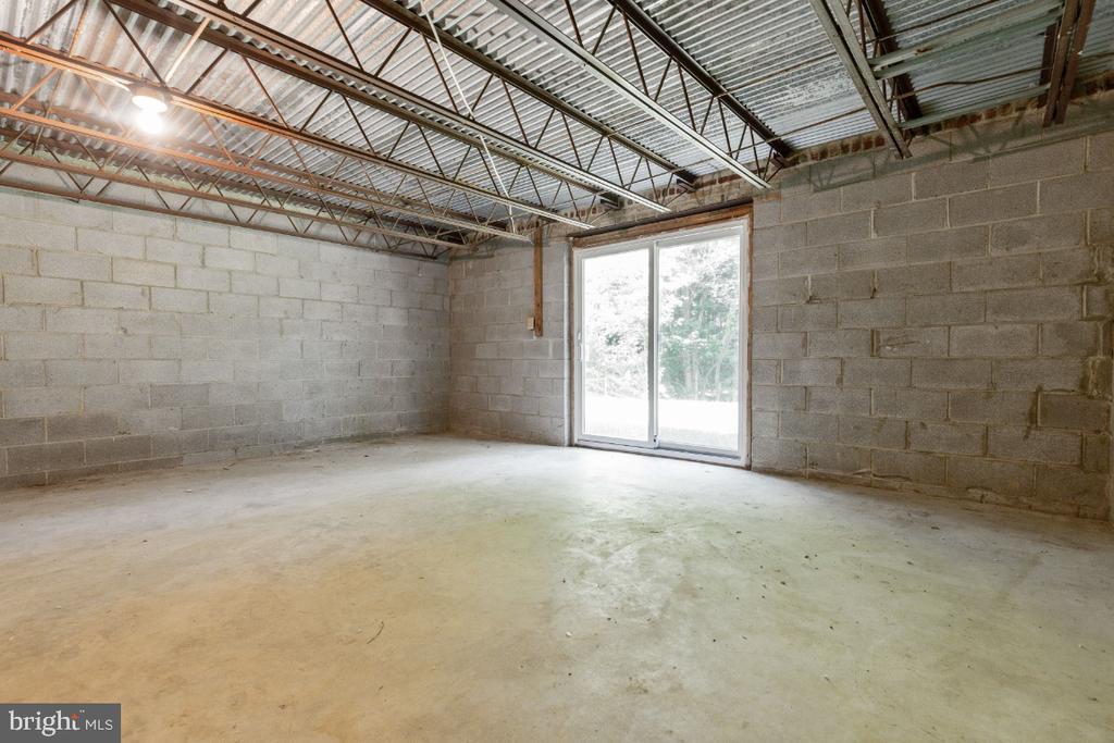 Rare unfinished workshop under 2-car garage - 7324 JENNA RD, SPRINGFIELD