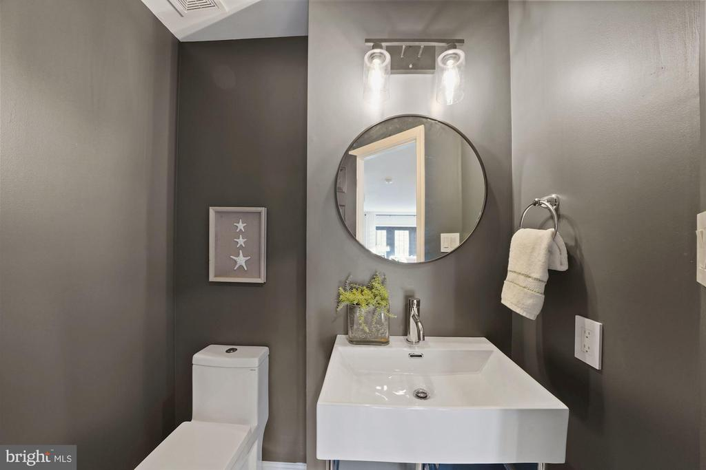 Half bath on 2nd level - 4110 WASHINGTON BLVD, ARLINGTON