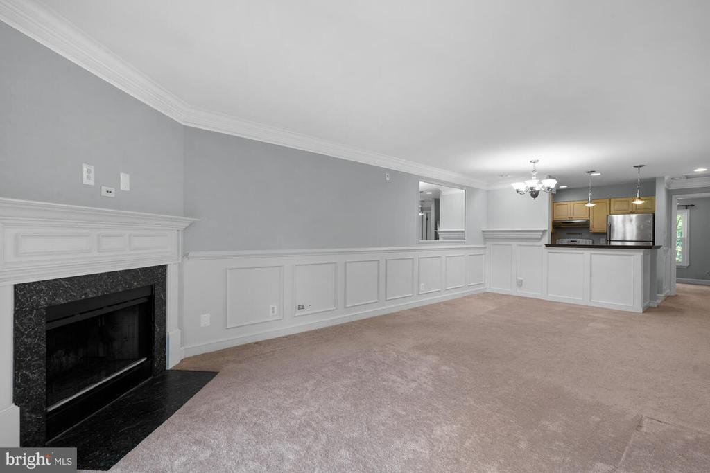 Custom Wainscoting - 5835 ORCHARD HILL LN, CLIFTON