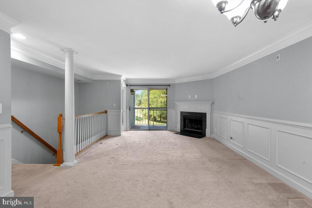 Extensive Crown Molding - 5835 ORCHARD HILL LN, CLIFTON