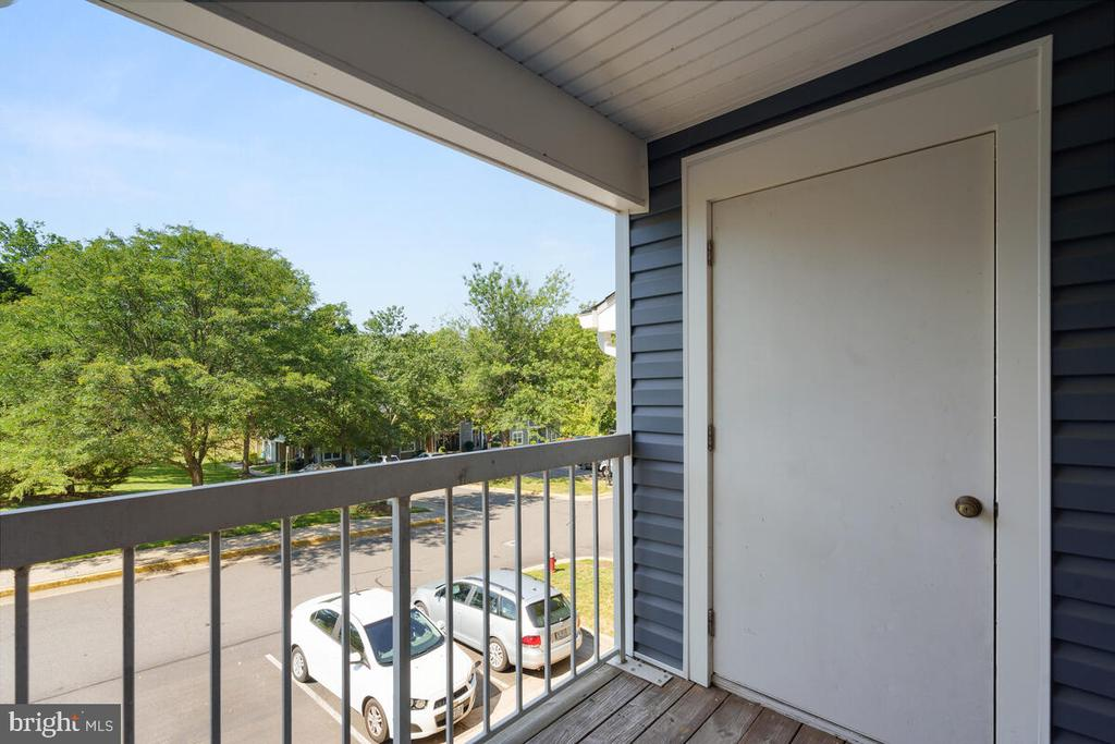 Balcony and Storage Unit - 5835 ORCHARD HILL LN, CLIFTON