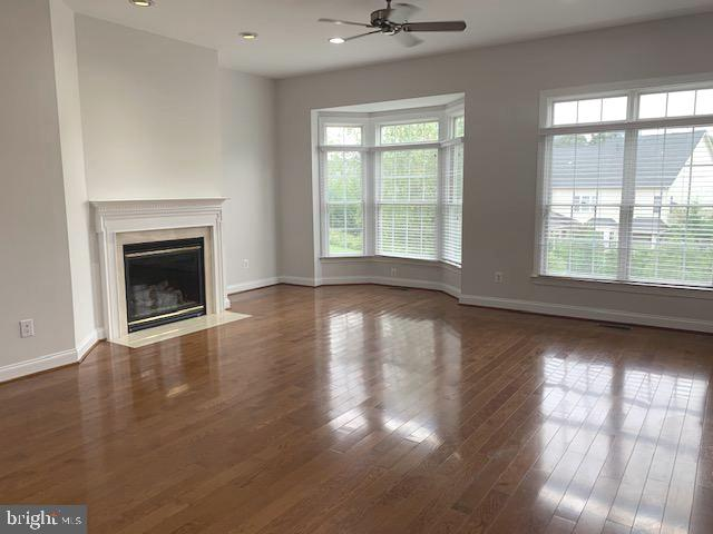 Spacious family room off the kitchen - 43512 STARGELL TER, LEESBURG