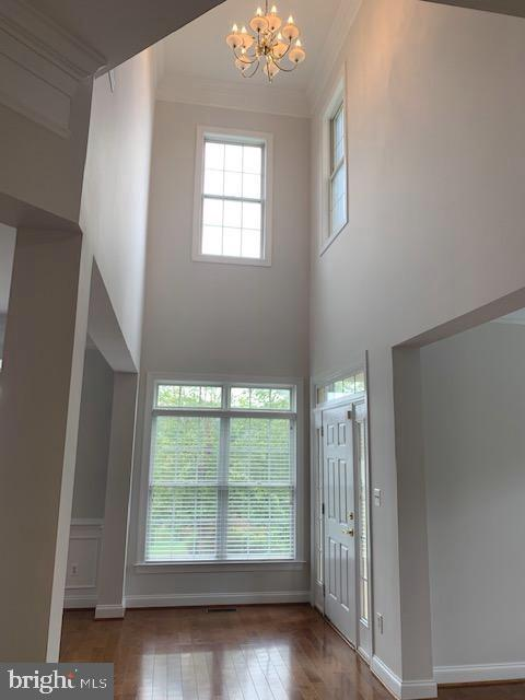 Bright foyer welcomes you & guests! - 43512 STARGELL TER, LEESBURG