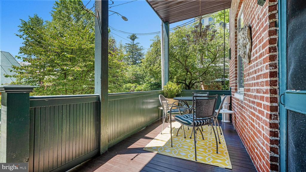 enjoy morning coffee on the sunny porch - 100 E 2ND ST, FREDERICK