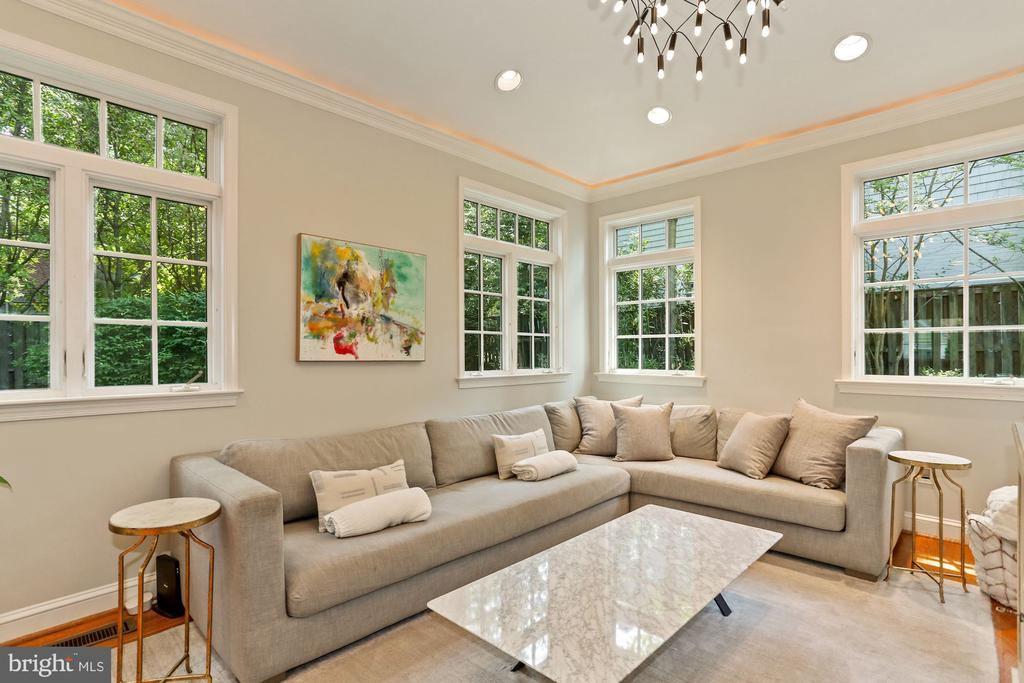Family Room - 1537 N IVANHOE ST, ARLINGTON