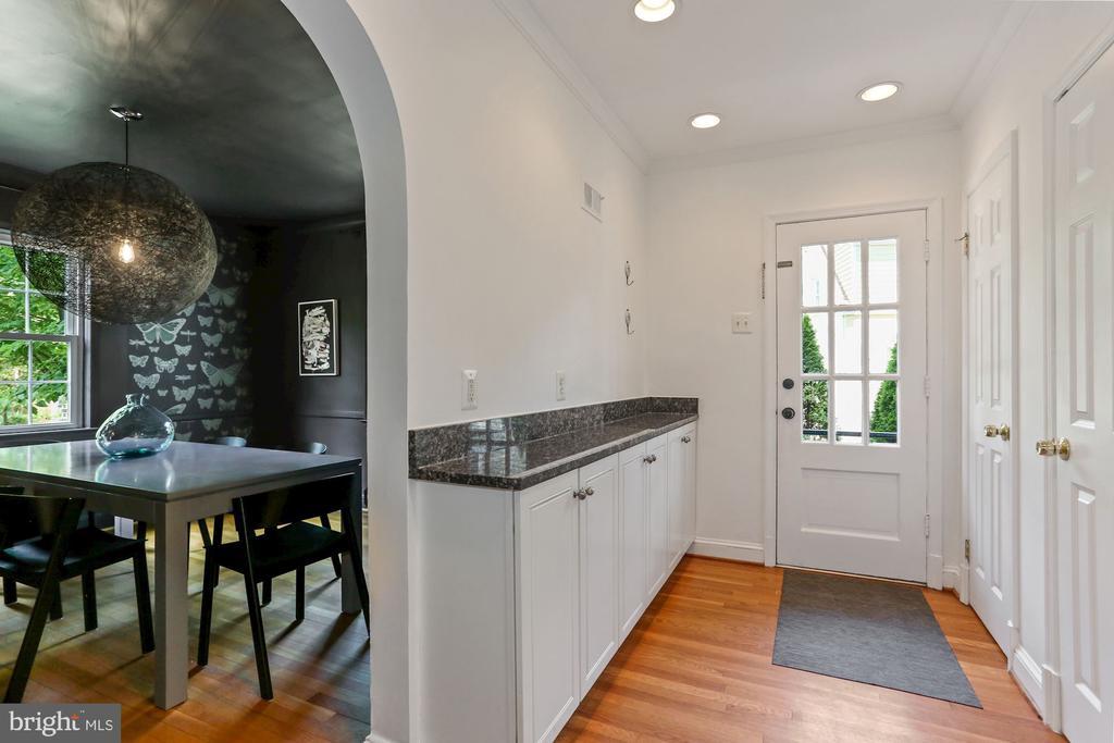 Back Hall & Wet Bar - 1537 N IVANHOE ST, ARLINGTON