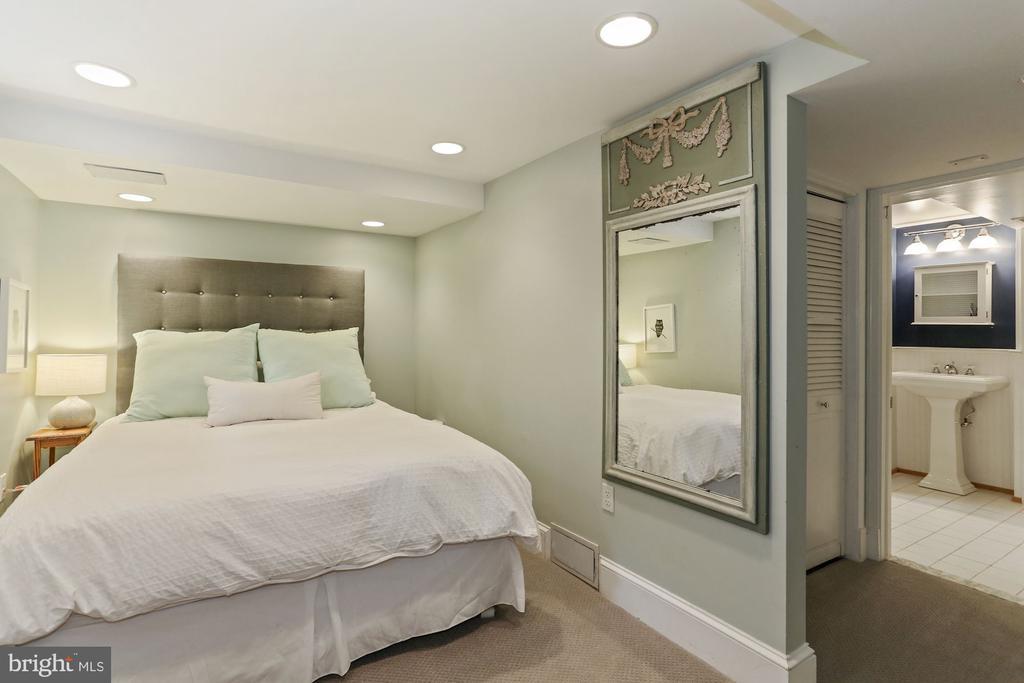 Lower Level Bedroom - 1537 N IVANHOE ST, ARLINGTON