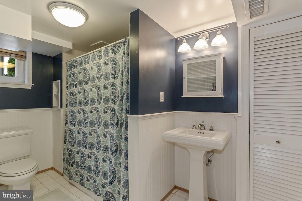 Lower Level Third Full Bath - 1537 N IVANHOE ST, ARLINGTON