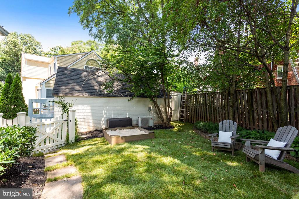 Private Backyard 3 - 1537 N IVANHOE ST, ARLINGTON