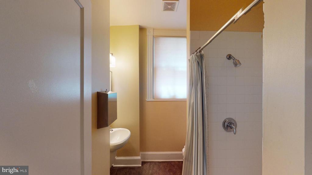 2nd Floor Bathroom - 1735 20TH ST NW, WASHINGTON