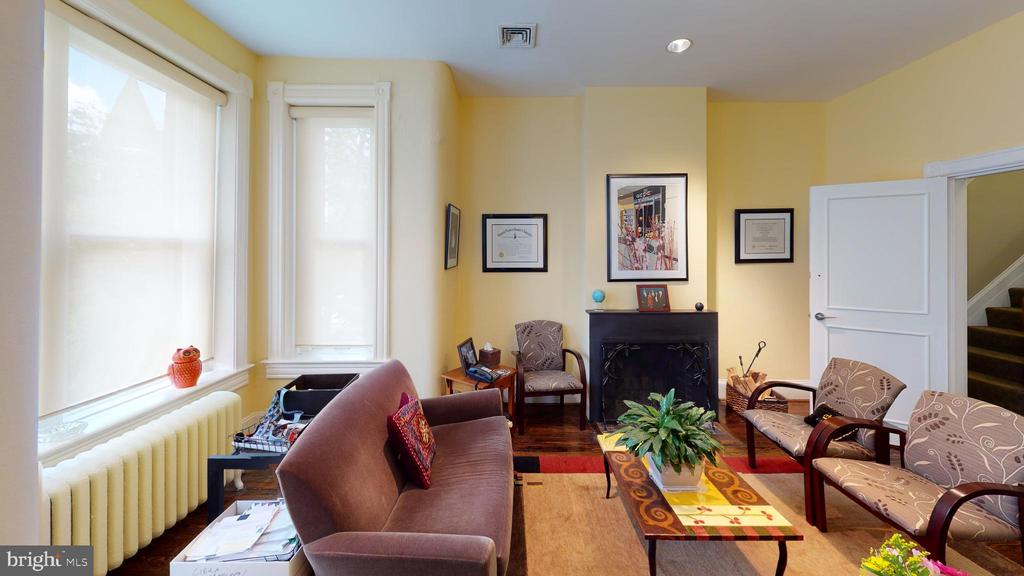 2nd Floor Front w/Fireplace - 1735 20TH ST NW, WASHINGTON
