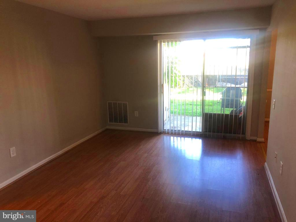 Dining Room/Family Room - 1403 KEY PKWY #106, FREDERICK