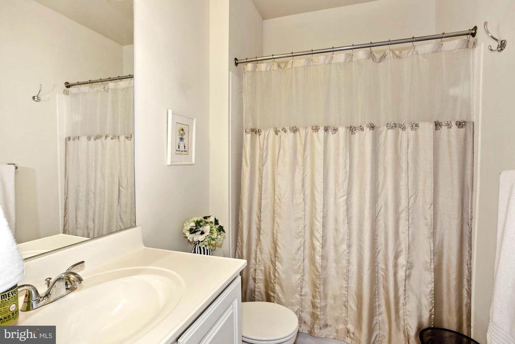 2nd Full Bath - 22765 FOUNTAIN GROVE SQ, BRAMBLETON
