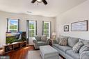 Spacious Living Room with  a wall of windows - 22765 FOUNTAIN GROVE SQ, BRAMBLETON
